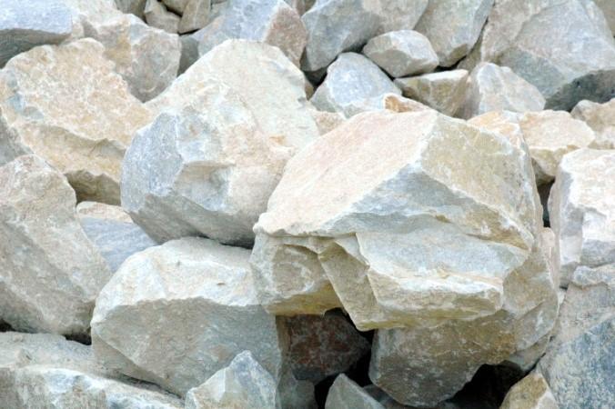 Marmor on praktiliselt mittelahustuv kivim