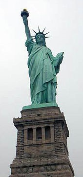 Paatinakihiga kattunud vabadussammas New Yorgis