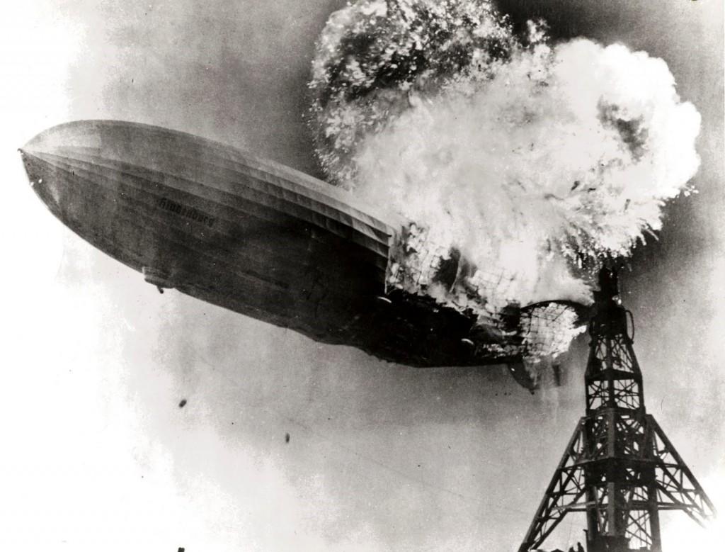 Hindenburgi õhulaev süttis pärast plahvatust põlema