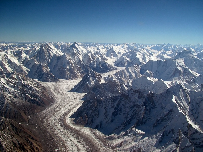 Baltoro_glacier_from_air (800x600)