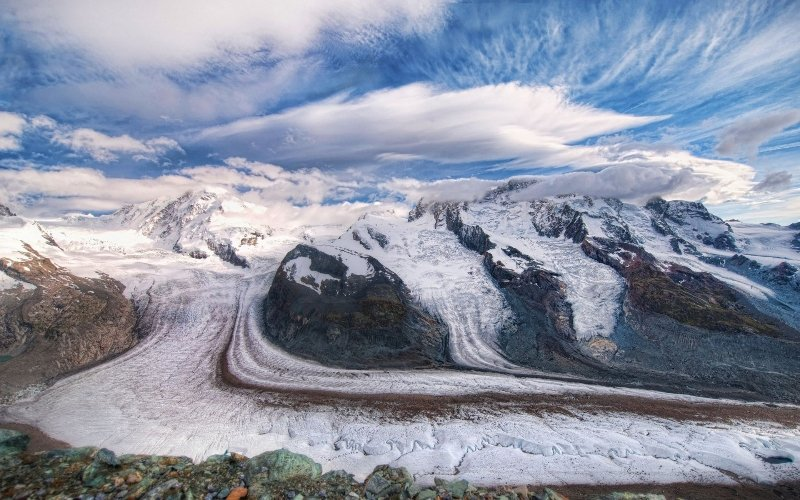 SwitzerlAnd-Mountains-Glaciers-And-Clouds-900x1440 (800x500)
