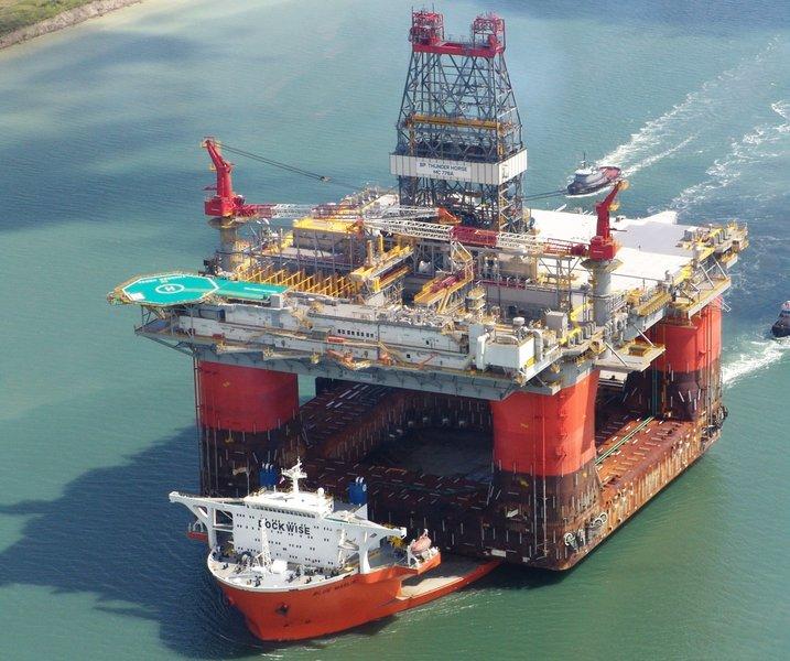 Naftaplatvormi merele toimetamine