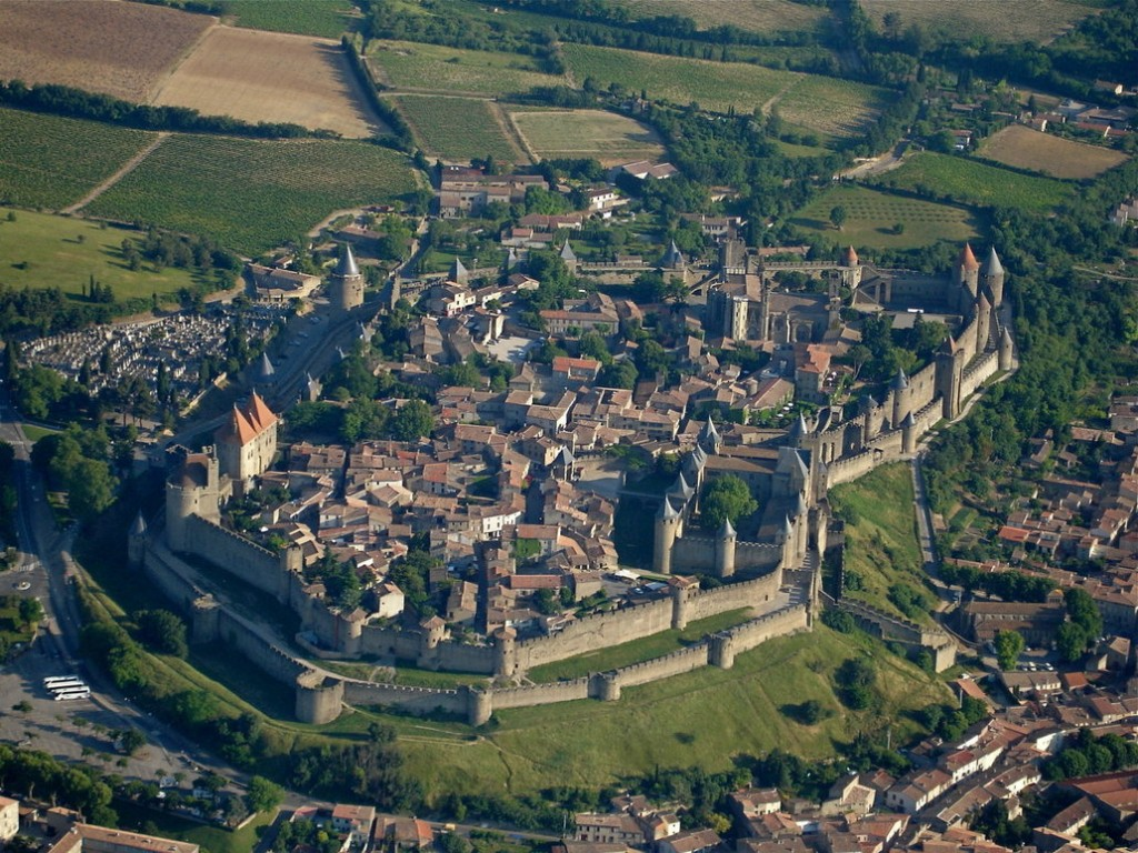 fortified_medieval_town_by_solon_deviant
