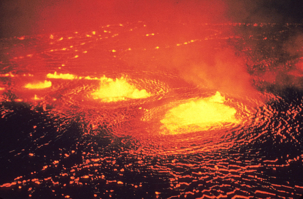 1024px-Eruption_1954_Kilauea_Volcano