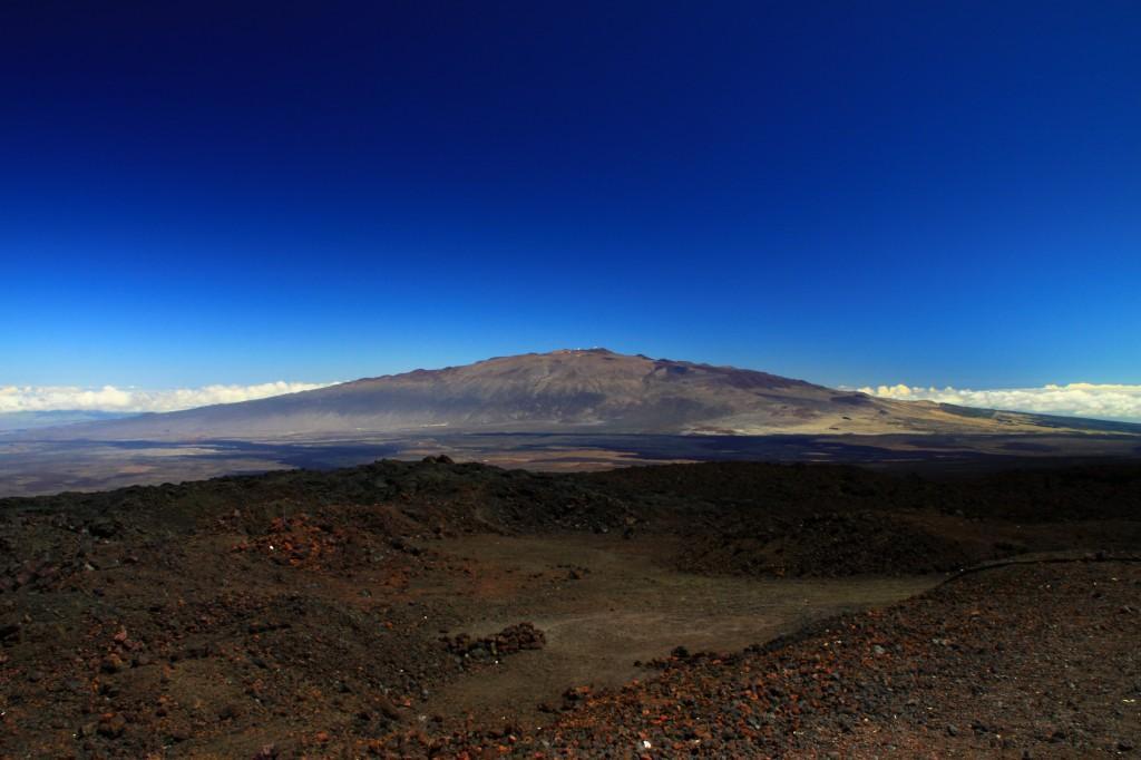 Mauna_Kea_from_Mauna_Loa_Observatory,_Hawaii_-_20100913