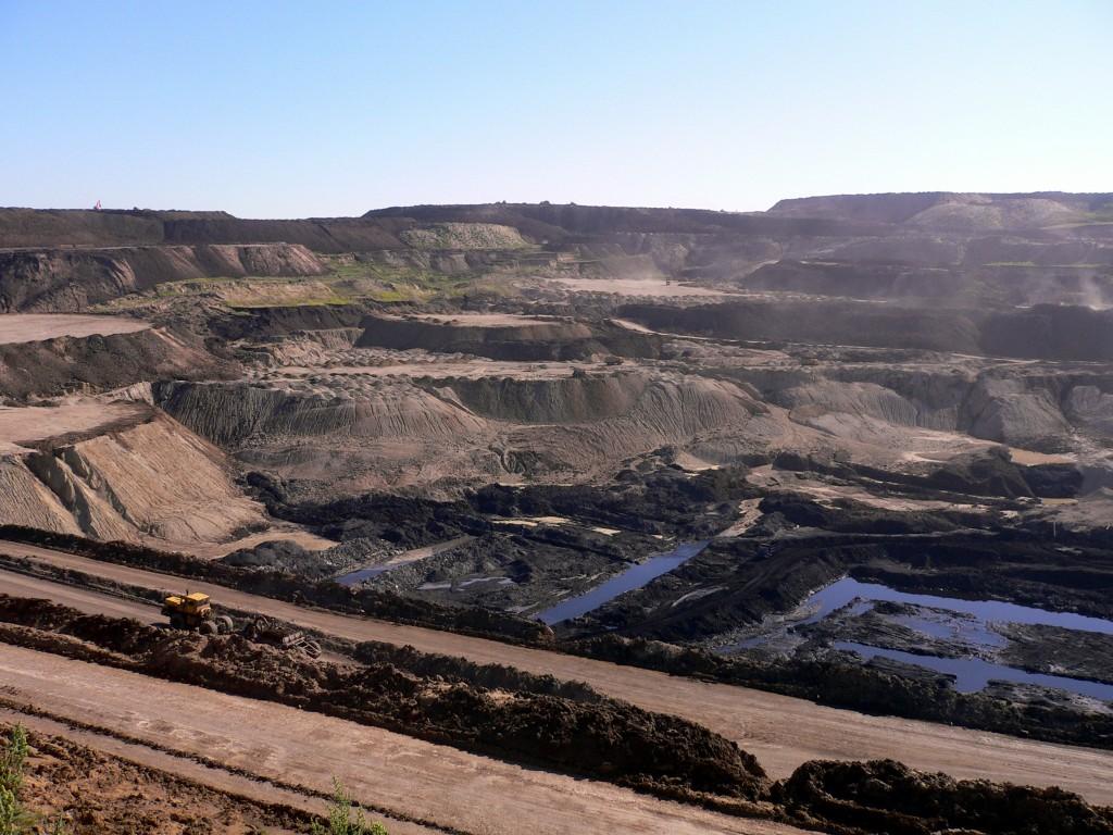 Coal_mine_in_Inner_Mongolia_002